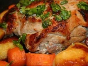 Запекаем свинину с овощами
