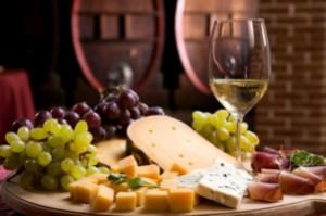 Сыр и вино - прекрасная пара в кулинарии
