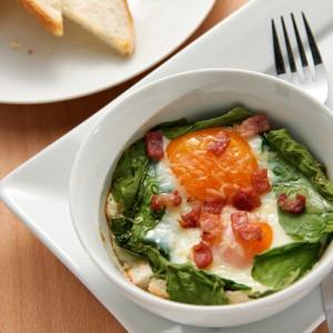 Готовим запечённые яйца со шпинатом