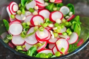 Салат из редиса и кукурузы