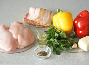 Куриное филе с томатом, сыром и беконом