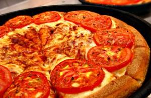 Готовим пиццу с колбаской