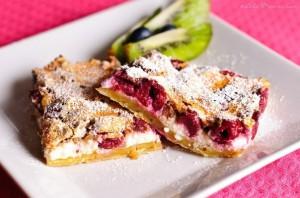 Готовим творожный пирог с вишнями