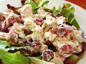 Готовим вкусный салатик из курицы и винограда